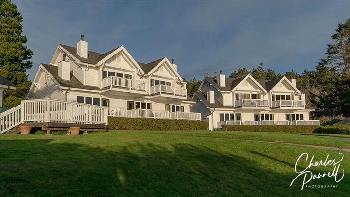Located on the rugged Northern California coast, this historic inn features a wheelchair-accessible suite with a gorgeous ocean view. Enjoy the sunset on the large balcony and order up room service for a romantic dinner. A Romantic Retreat on the Mendocino Coast